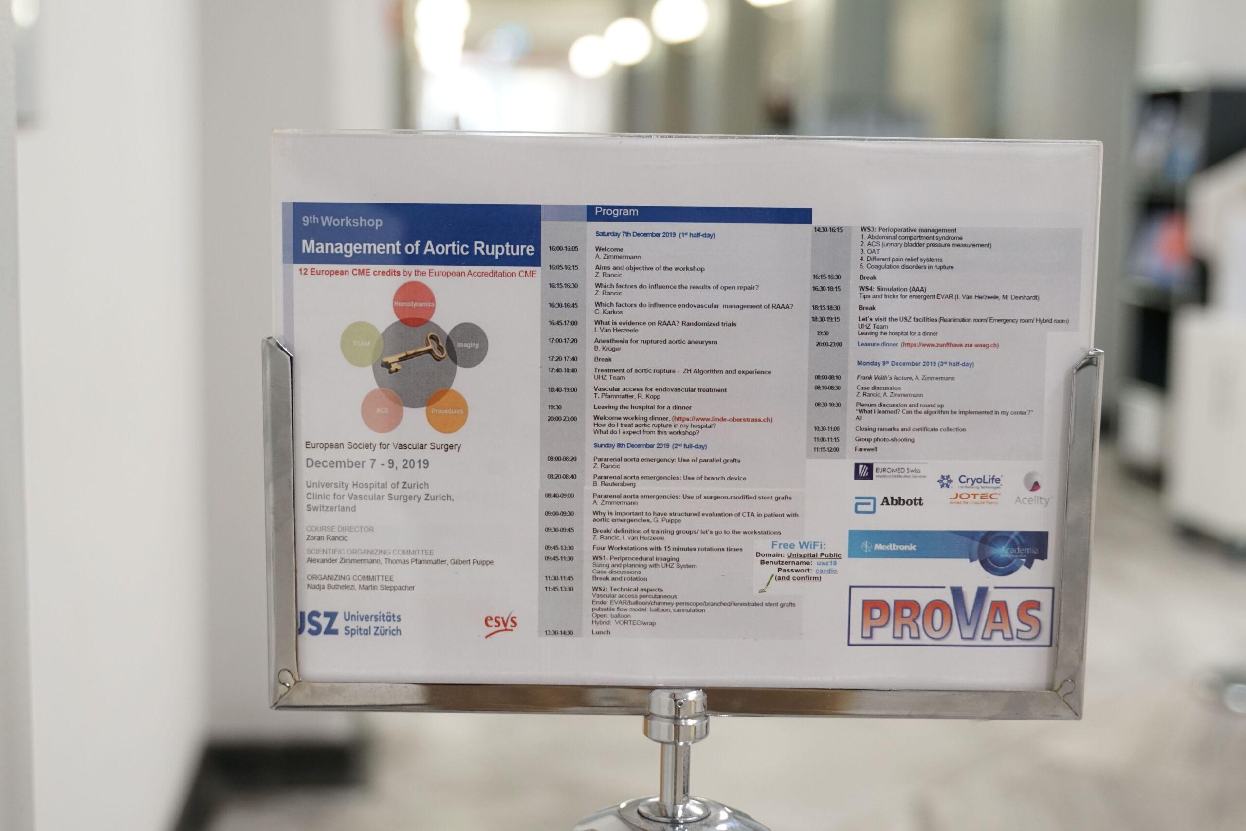Schild mit Programm zum Thema Management of Aortic Ruptures