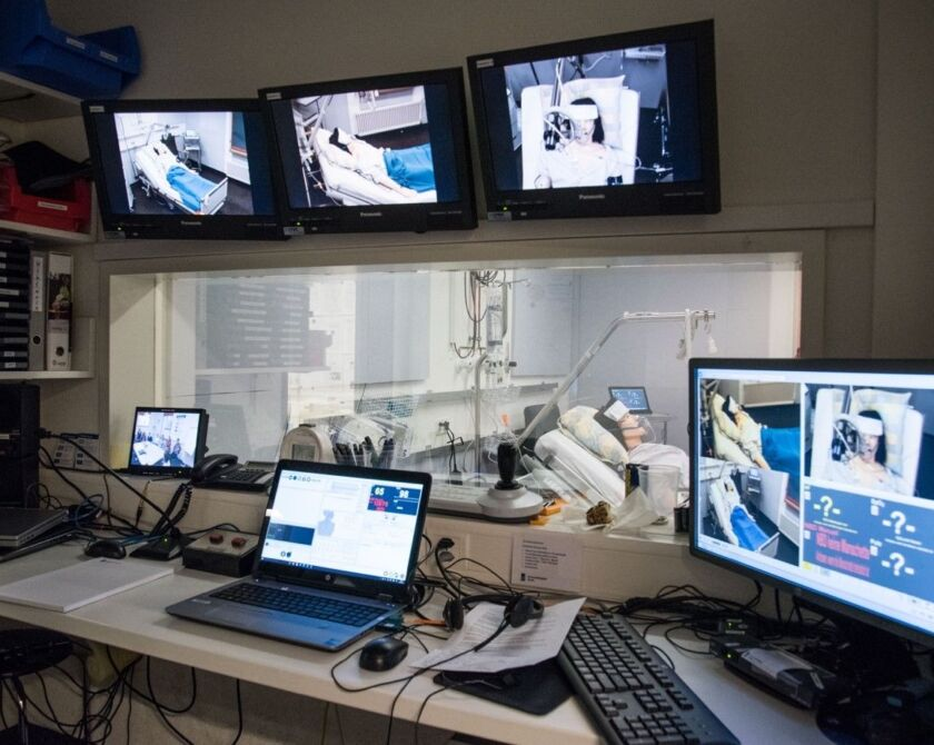 Videoüberwachungsraum beim Simulationstraining