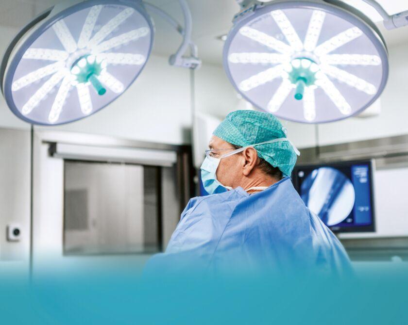 Arzt bei Operation