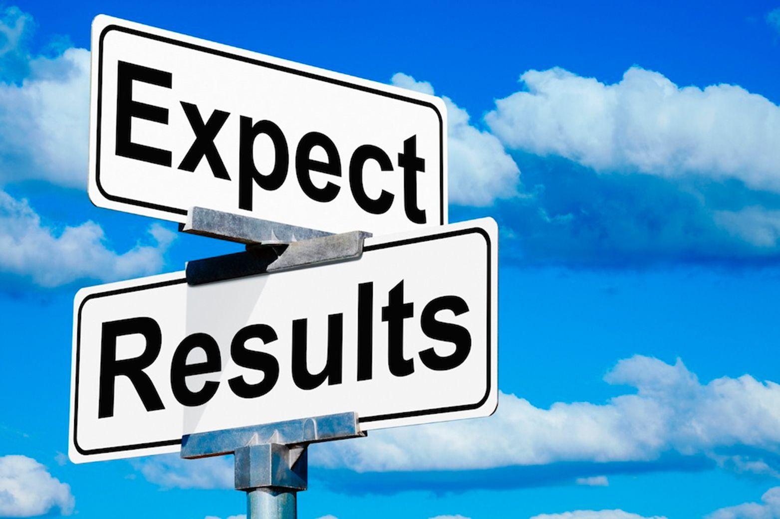 Symbolbild Erwartung und Resultat Schilder