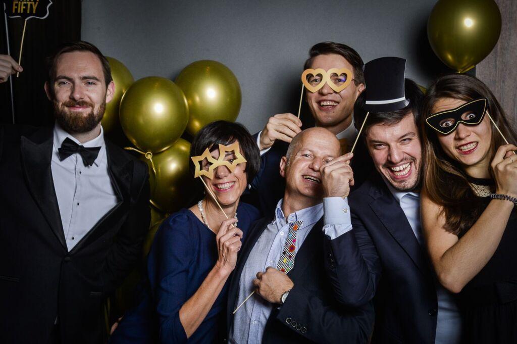 Ein Gruppenfoto eines Galaabends