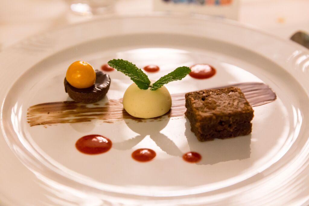 Ein schön angerichtetes Dessert