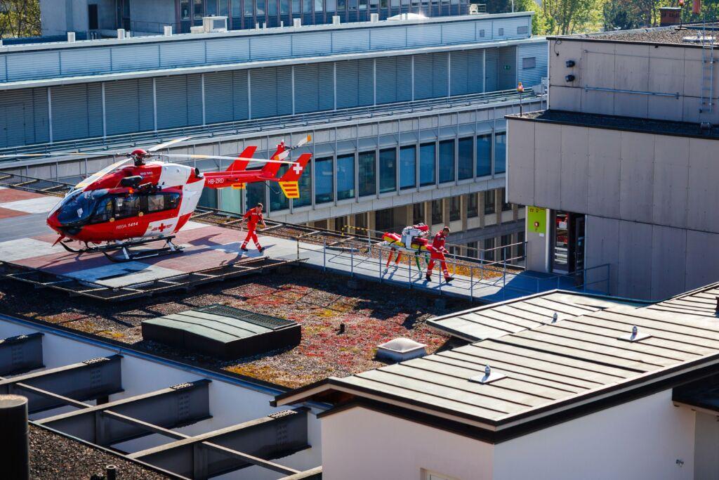Helikopter auf dem Dach des Spitals