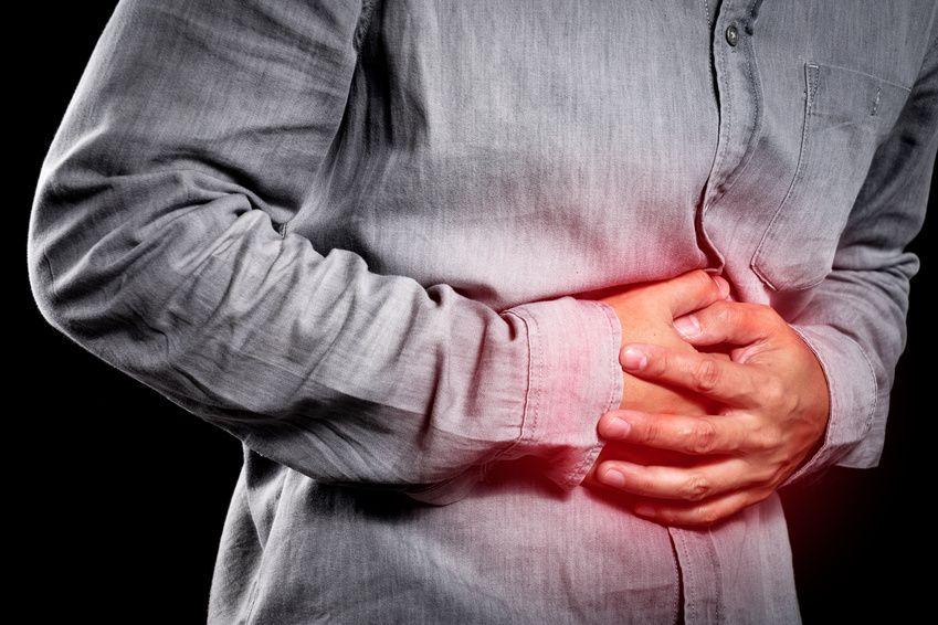 Mann mit Bauchschmerzen