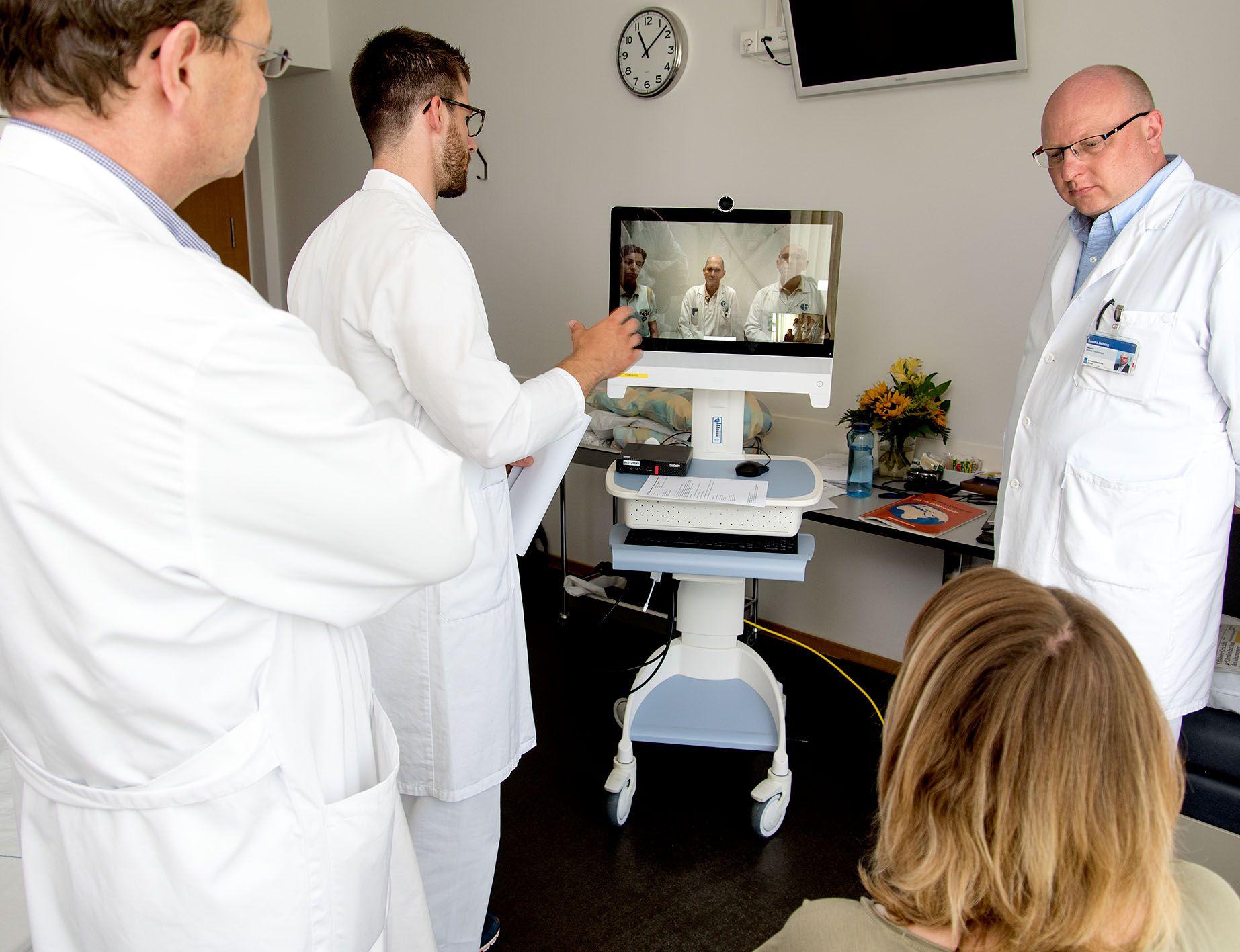 Ärzte während Tele-Reha