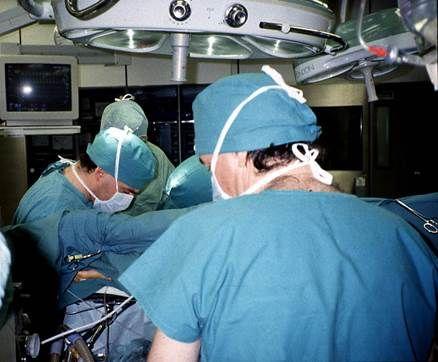 Ärzte bei der ersten Lungentransplantation in der Schweiz