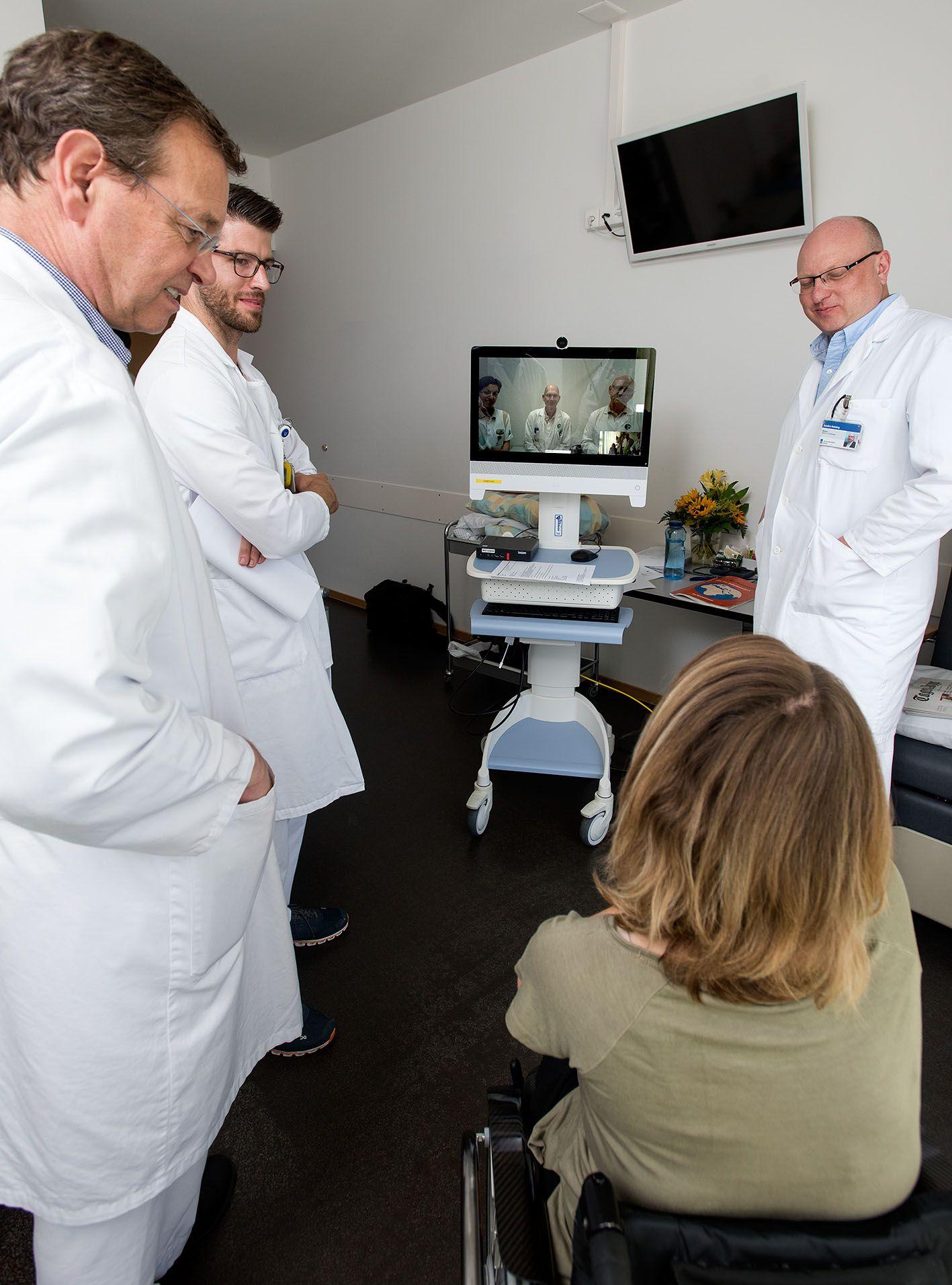 Ärzte während TeleReha visite