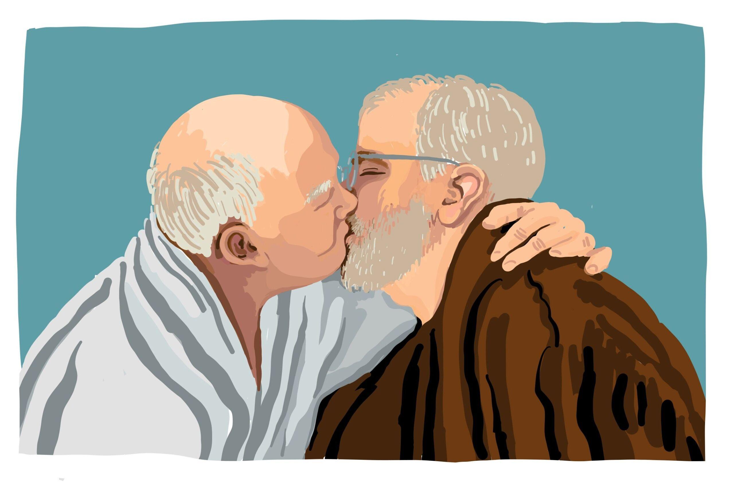Zwei ältere Männer küssen sich.