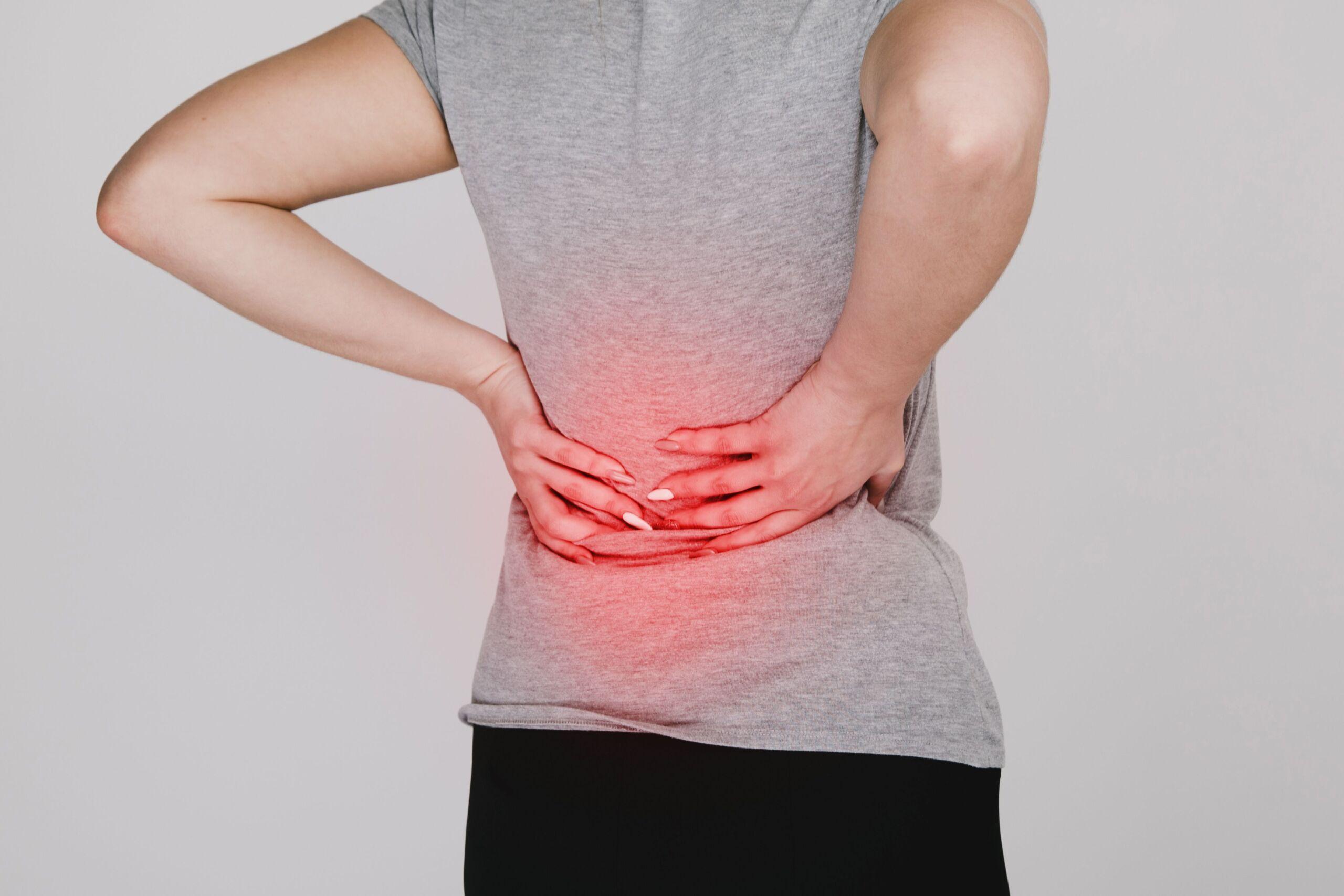 Mann mit Rückenschmerzen - Hexenschuss