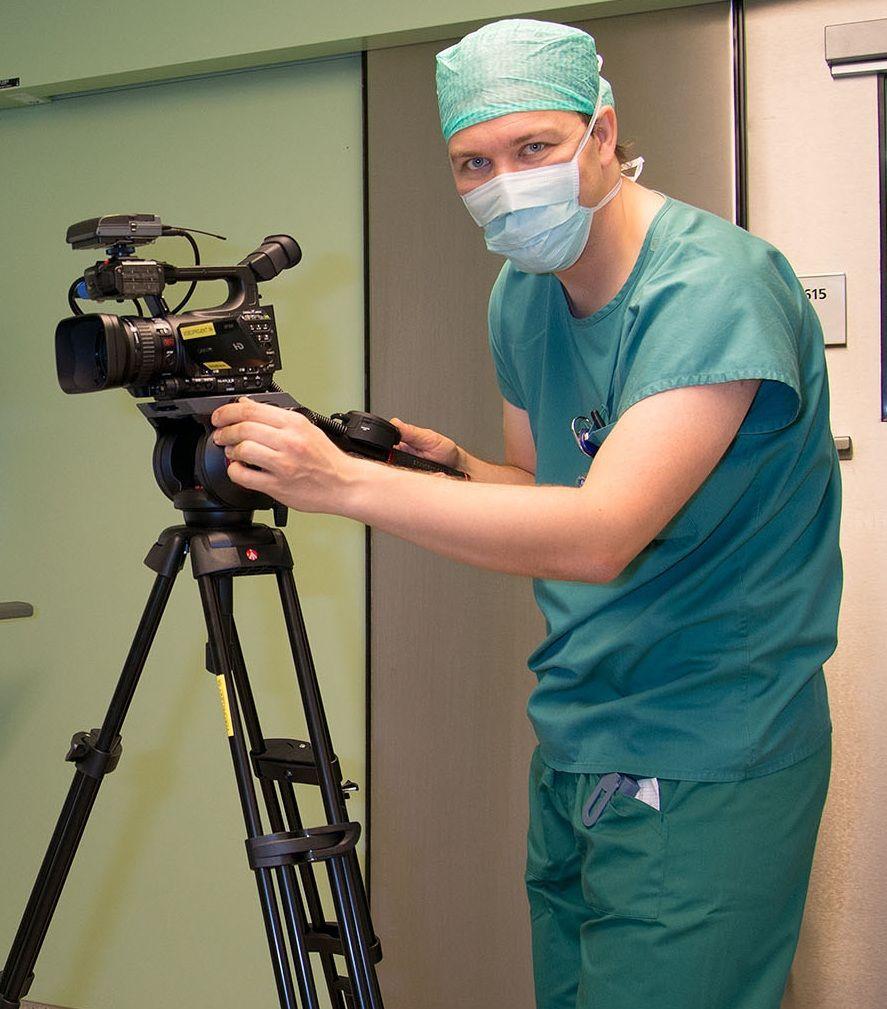 Arzt macht eine Videoaufnahme